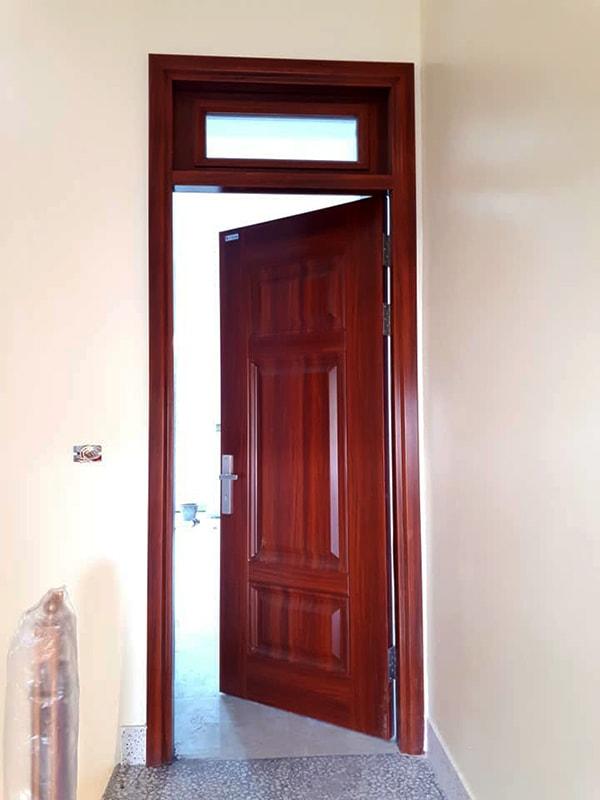 Các mẫu cửa thép vân gỗ độc đáo cho căn hộ chung cư